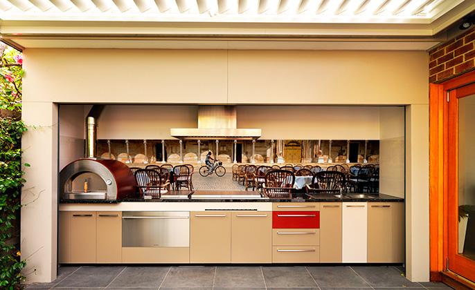 Six Things We Love About An Al Fresco Kitchen Vr Art Glass