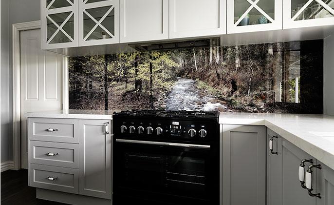 vr-art-glass-printed-kitchen-splashback-in-hamptons-style-kitchen